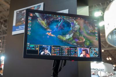 JOLED-eSport-Gaming-OLED-FineTech-JP-2018-img_assist-400x266.jpg