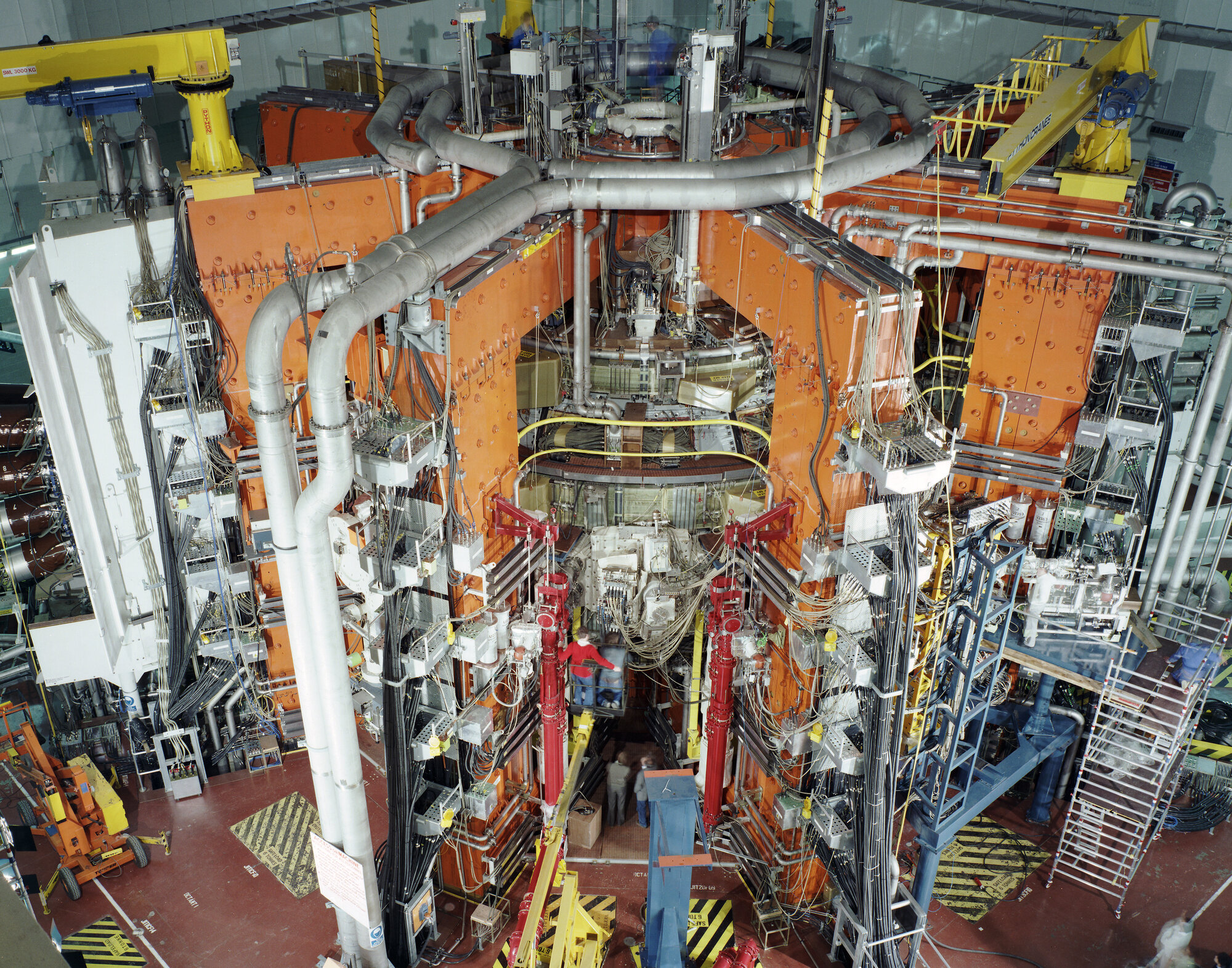 The_JET_magnetic_fusion_experiment_in_1991.jpg
