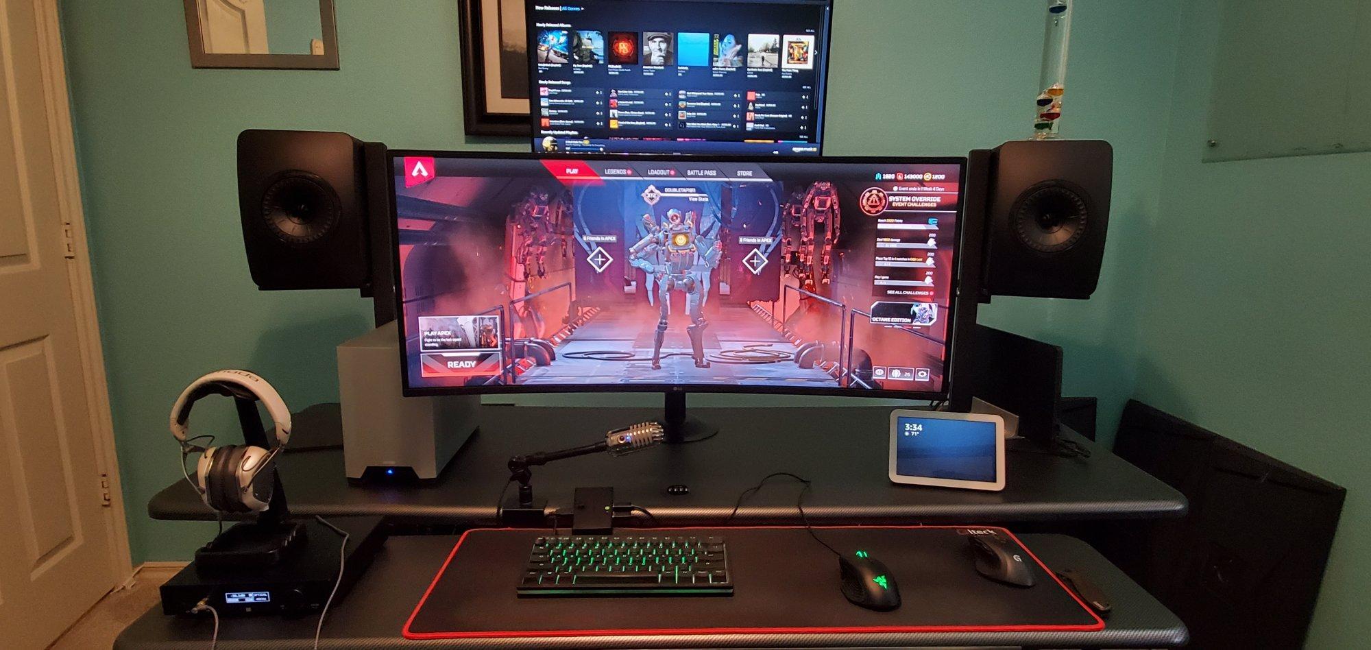 desk pic 1.jpg